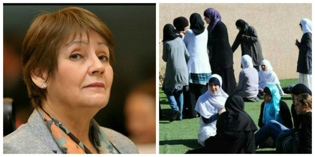 Nouria Benghabrit interdit le port du voile intégral et du Niqab dans les écoles algériennes.